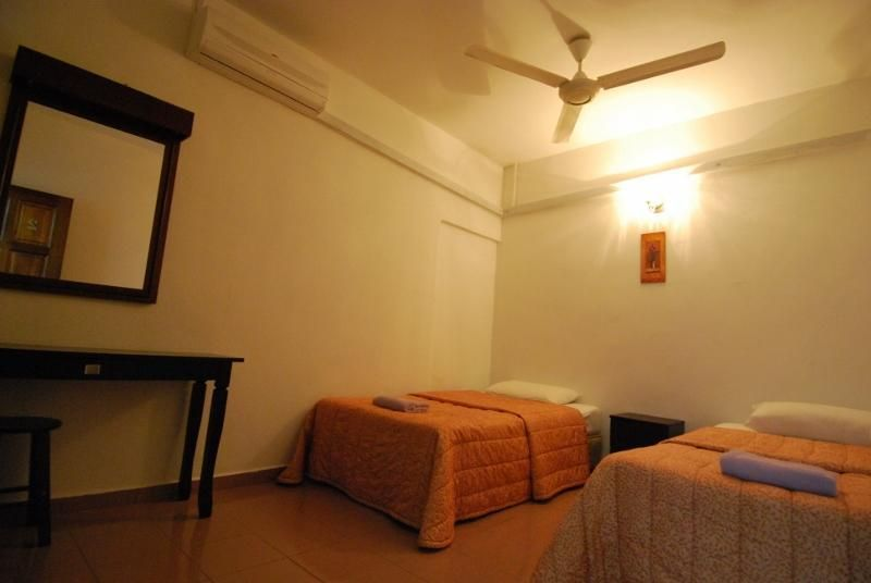 Roof Top Guest House and Hostel Melaka - 1
