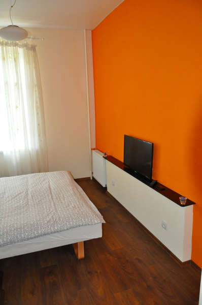 Orange Apartments - 2