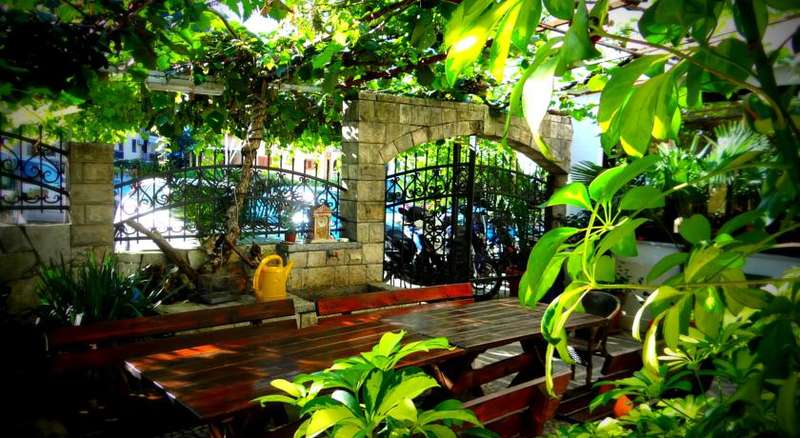 Saki Hostel & Guesthouse - 0