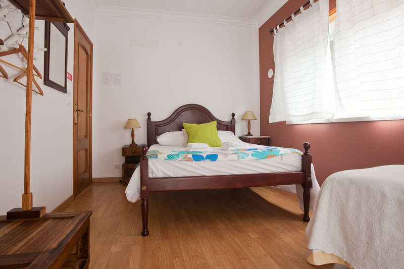 Ericeira Chill Hill Hostel & Private Rooms - 2