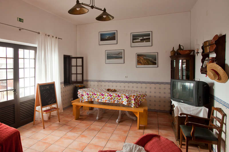 Ericeira Chill Hill Hostel & Private Rooms - Peach Garden - 1