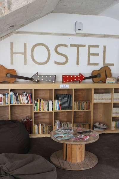 Hub New Lisbon Hostel - 1