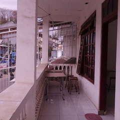 Happy komodo hostel
