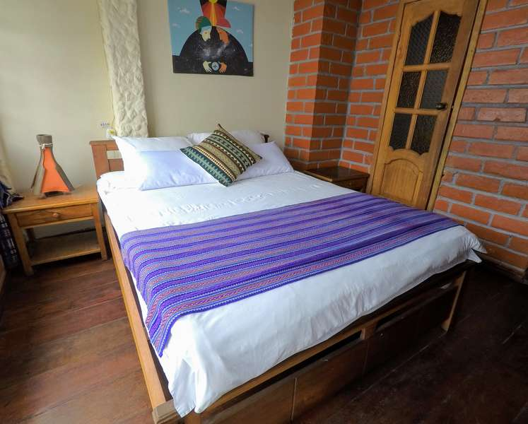 Erupcion Backpackers Hostel - 0